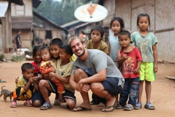 Jonas e as crianças de Laos